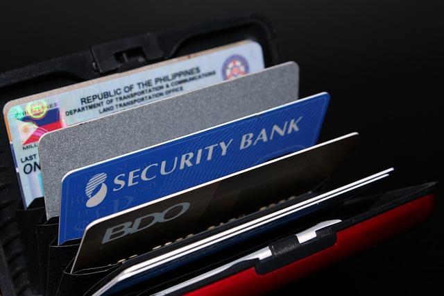 různé kreditní karty.jpg
